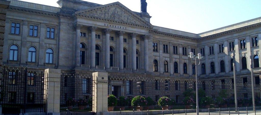 Bundesrat für weitere Vereinfachungen im Steuerrecht